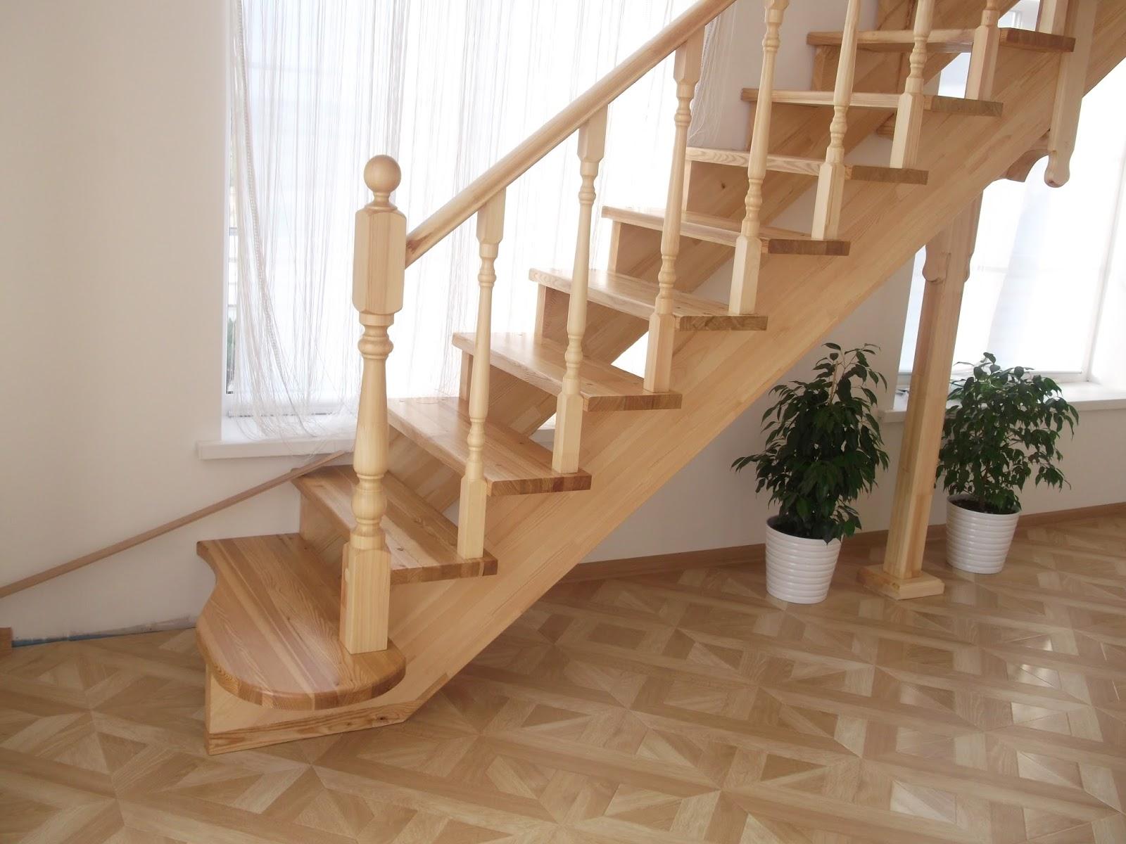 Прямая деревянная лестница в Сочи