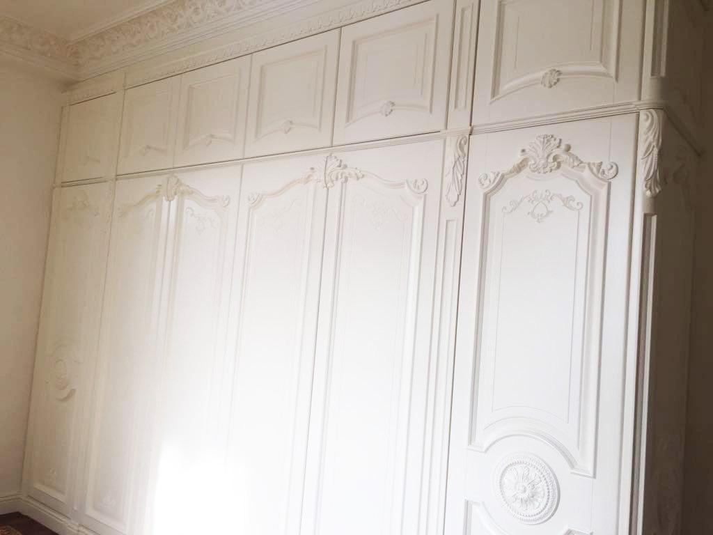 шкаф с резными фасадами