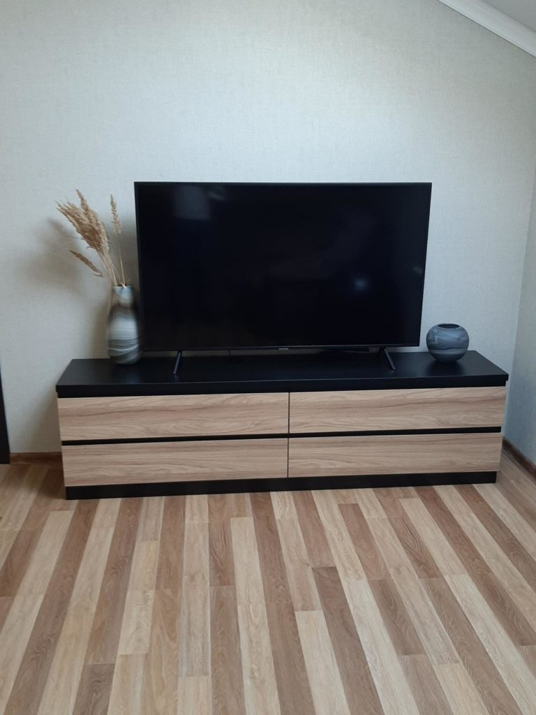 ТВ-зона из массива дерева под заказ в Сочи