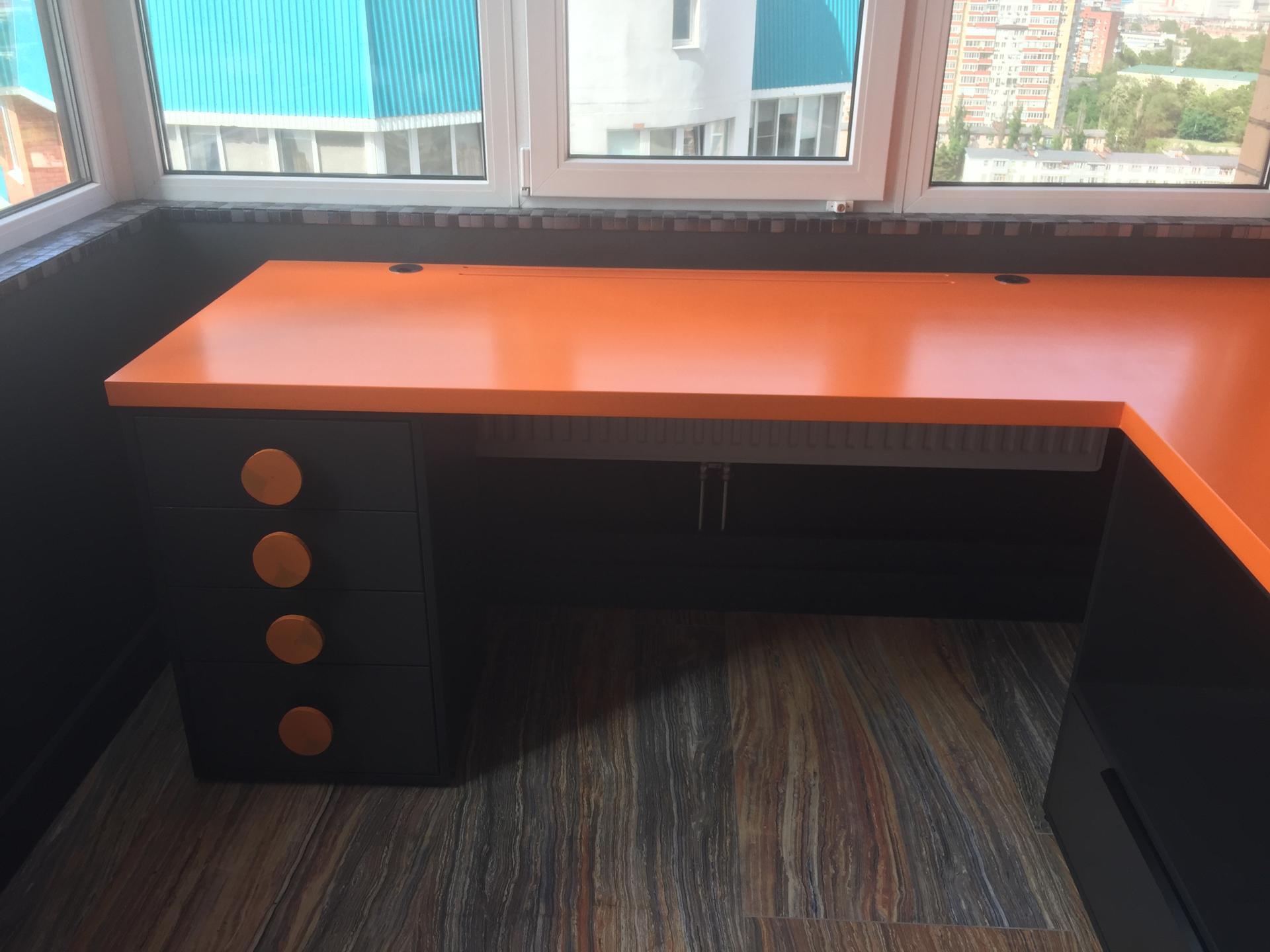 Угловой стол из массива дерева