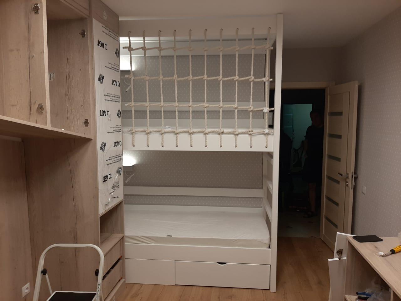 Кровать двухъярусная в детскую комнату